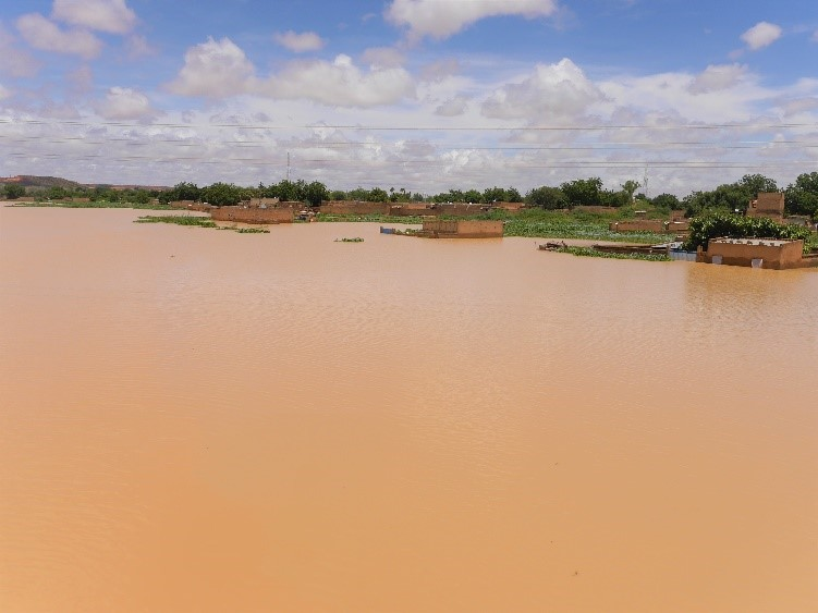 Houses along the riverbanks in the Kirkissoye neighbourhood are flooded due to the rise in water levels. Niamey, Niger, 4 September 2020. Credit: OCHA/Abdoulaye Hamani