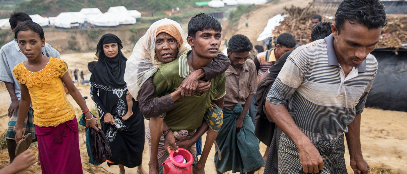 Bangladesh: Rohingya refugees and locals help newcomers in need
